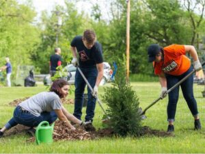 Black River Planting - Elyria HS Students (Photo Allison Farrand)